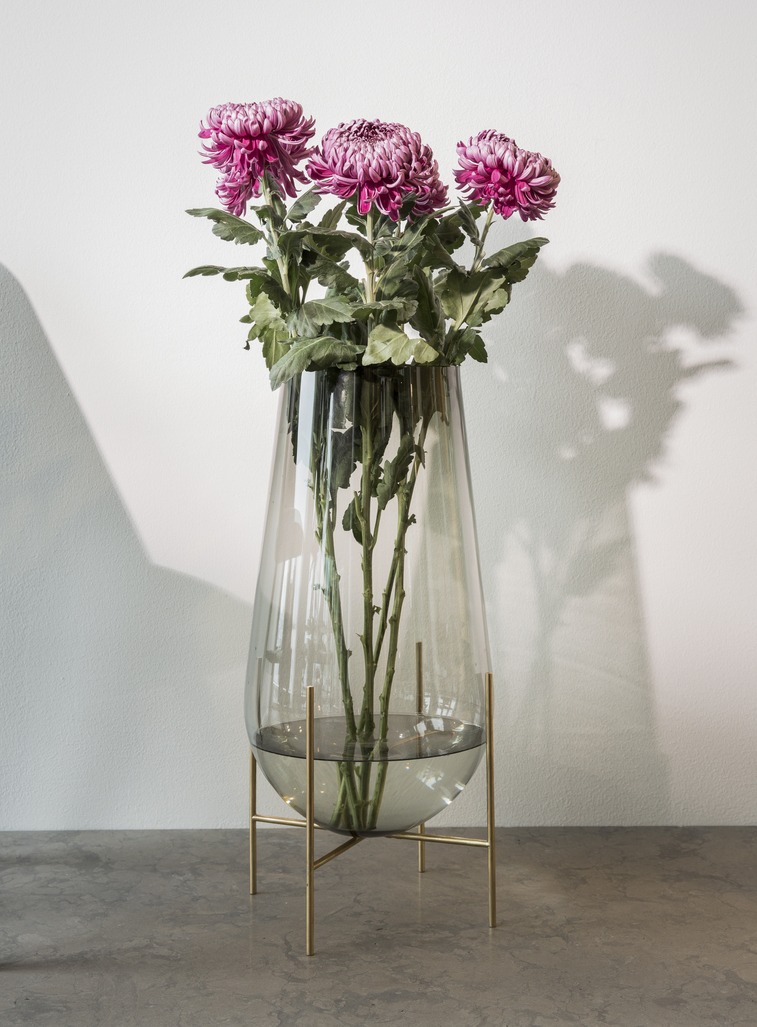 Menu Echasse Vase M Smoke Glass/Brushed Brass