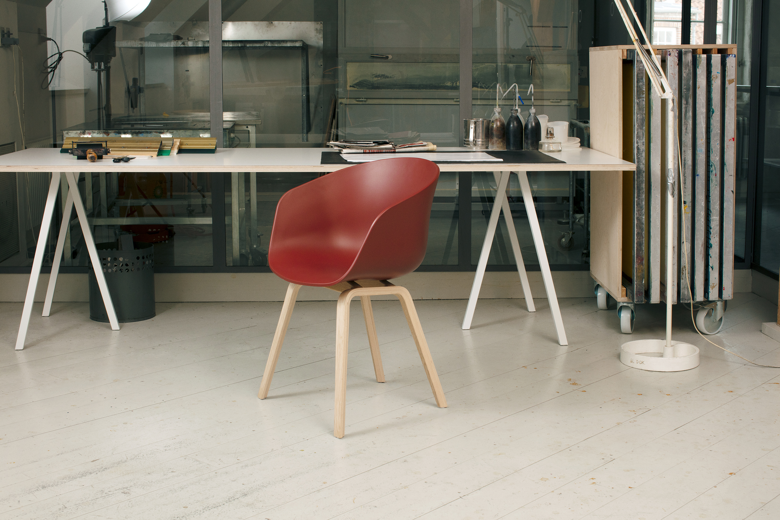 Loop stand table white laminate 200 cm